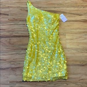 One shoulder yellow scala dress